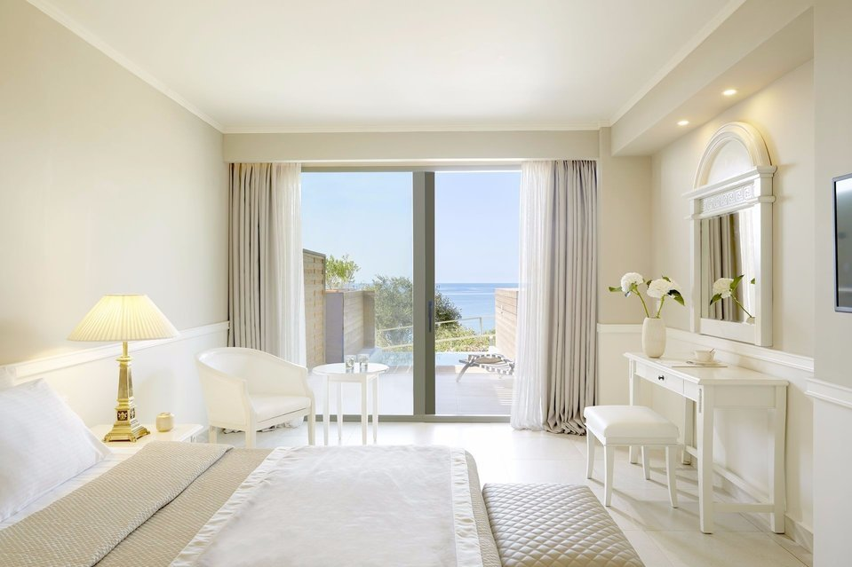 Comfort and Luxury near the private pool at Mayor La Grotta Verde - Deluxe Suite.